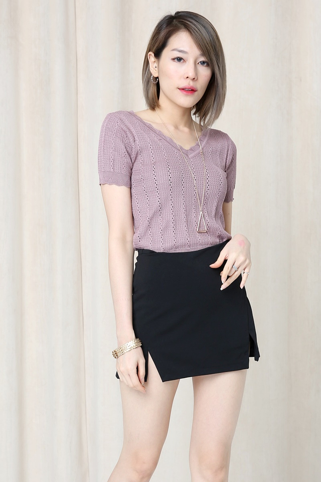IN STOCK - BLOSSOM KNIT TOP IN DULL PURPLE