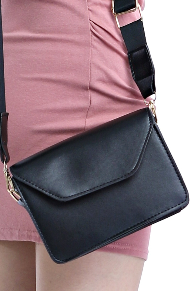 IN STOCK - JEREMY SLING BAG IN BLACK
