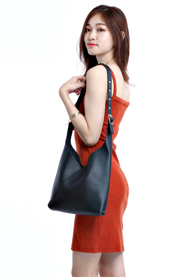 IN STOCK - BENNY SHOULDER BAG IN BLACK