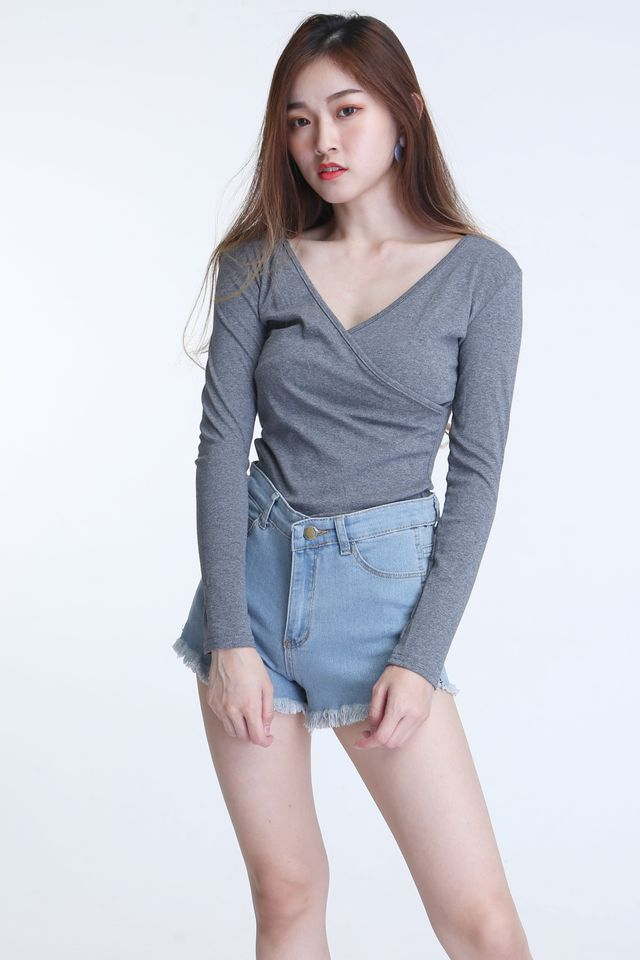 IN STOCK  -DEBORA TOP IN GREY