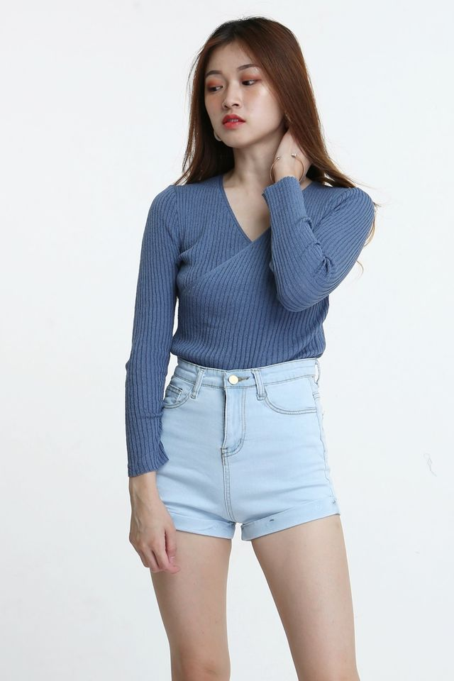 IN STOCK - SETH OVERLAP KNIT TOP IN BLUE