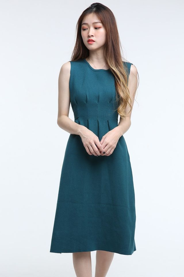 BACKORDER - JONI PLEATED DETAILS KNIT DRESS IN GREEN