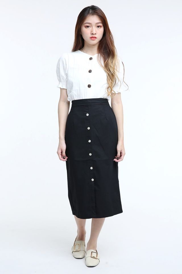 IN STOCK - SAVANNAH LINEN TOP IN OFF WHITE