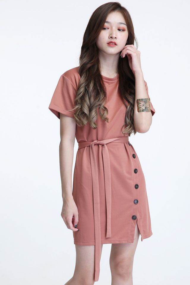 IN STOCK - KAYLY SHIFT DRESS IN BRICK BROWN
