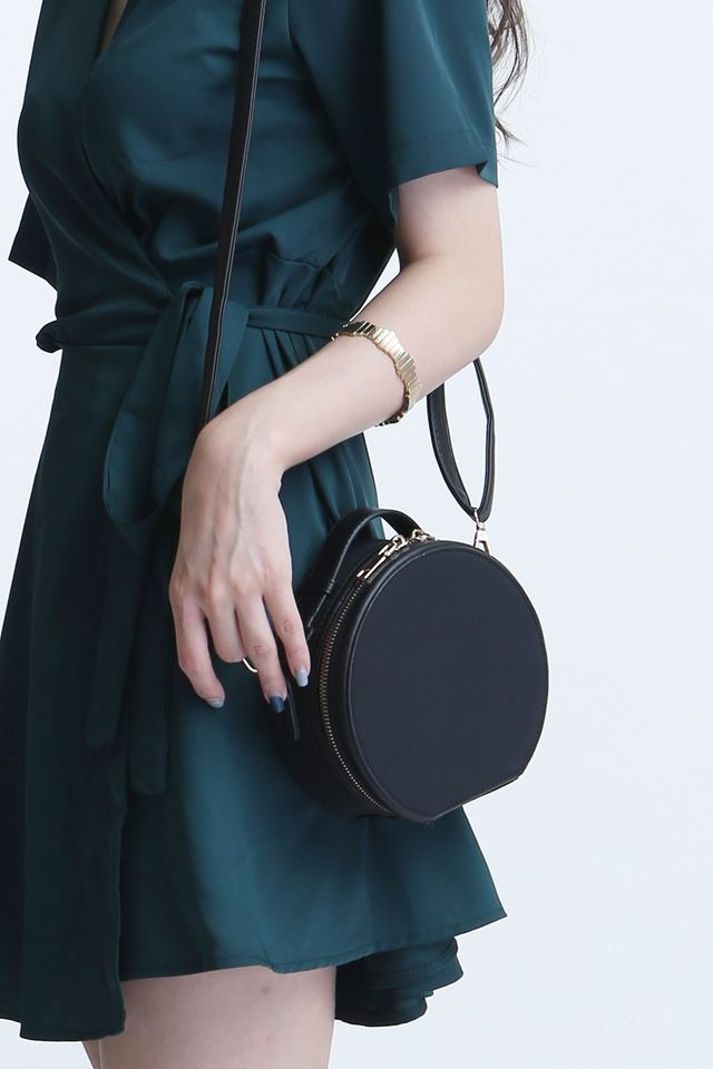 BACKORDER -ASHER ROUND BOX BAG IN BLACK