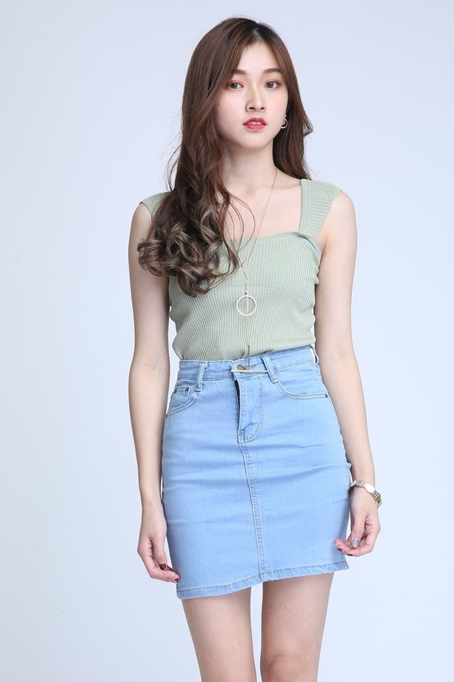 IN STOCK  - ALFRED TOP IN GREEN