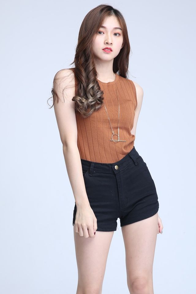 BACKORDER- KAYAN SLEEVELESS KNIT TOP IN BROWN