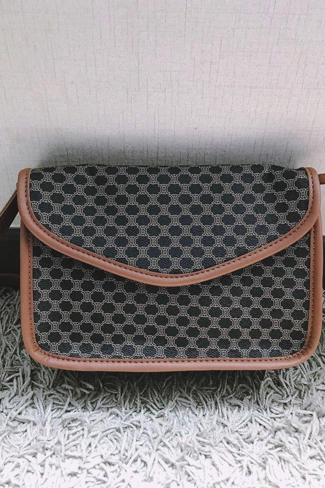 SG IN STOCK - VINTAGE SLING BAG IN BROWN