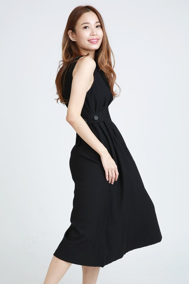 BACKORDER - HANALE PLEATED DRESS IN BLACK